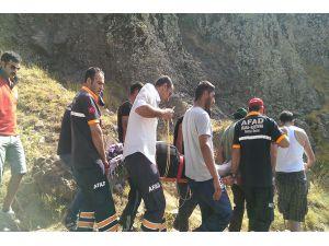 Kayadan düşen kadını AFAD ekipleri kurtardı