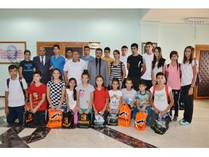 Sporcular, Vali Osman Kaymak'ı ziyaret etti