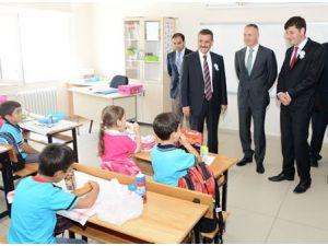 İşadamlarının yaptığı okul eğitime açıldı