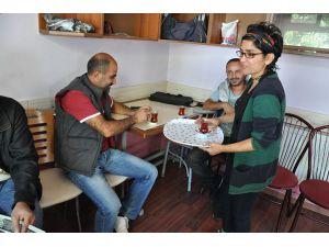 """Tunceli'de """"ana-kız kahvehanesi"""" ilgi görüyor"""