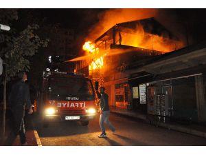Tunceli'de 2 birane ateşe verildi