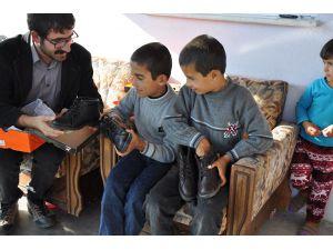 Öğrencilerinden Kobanili aileye yardım