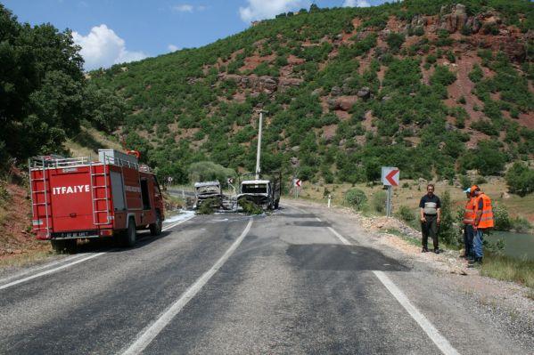 PKK, yol kesip araç yaktı galerisi resim 1