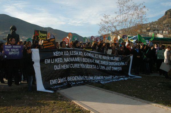 Tunceli'de kadına yönelik şiddete düdüklü protesto galerisi resim 1