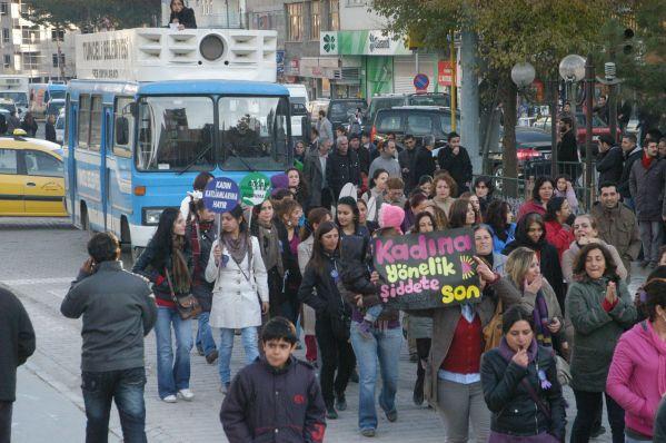 Tunceli'de kadına yönelik şiddete düdüklü protesto galerisi resim 3