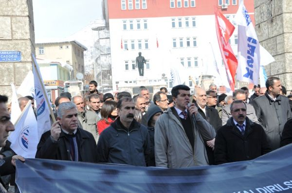Tunceli'de gözaltı protestosu galerisi resim 1