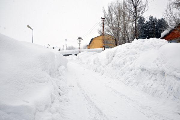 Ovacık'ta Yoğun Kar Yağışı galerisi resim 1