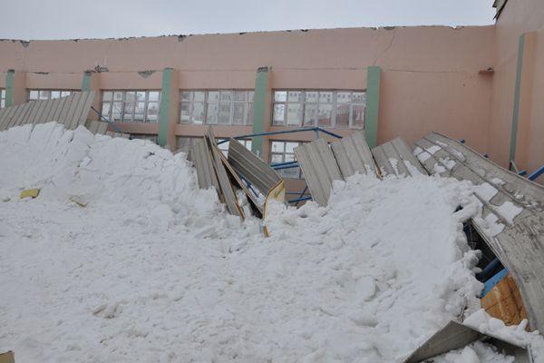 Spor Salonunun Çatısı Çöktü galerisi resim 1
