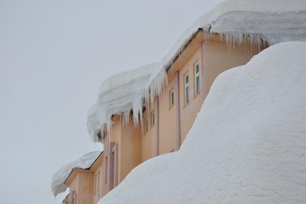 Ovacık'ta Öğrencilerin Kar Temizleme Çalışması galerisi resim 1