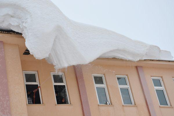 Ovacık'ta Öğrencilerin Kar Temizleme Çalışması galerisi resim 3