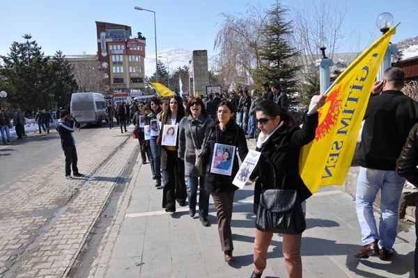 Kadınlar Tunceli'de 8 Mart için biraraya geldi galerisi resim 1