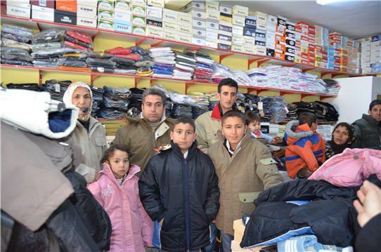 Hozat'ta Depremzedelere Giyecek Yardımı galerisi resim 1