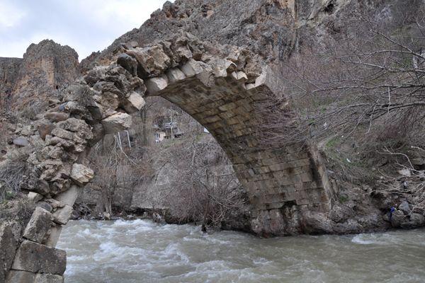 Hanım Köprüsünde Yıkılma Tehlikesi! galerisi resim 1