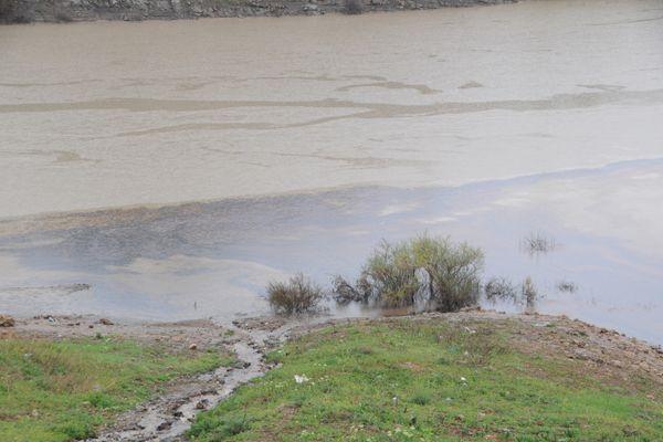 Baraj Gölünde Çevre Felaketi Sinyali galerisi resim 1