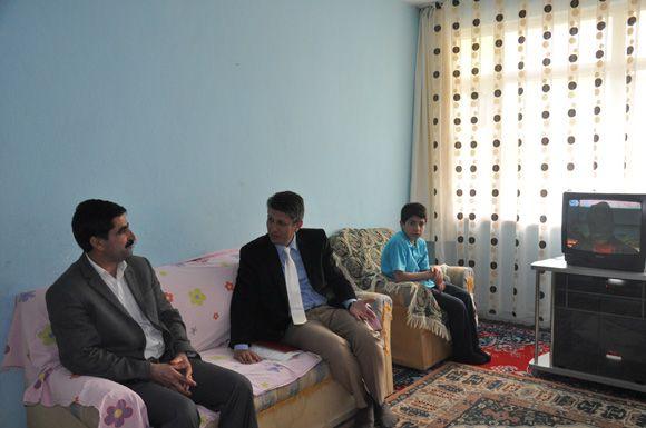Memiş, Depremzedeleri ziyaret etti galerisi resim 1