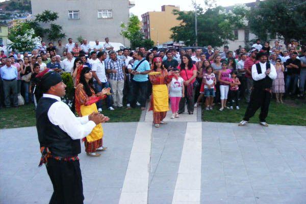 DKD Halk Oyunları ekibi halkla buluştu galerisi resim 1