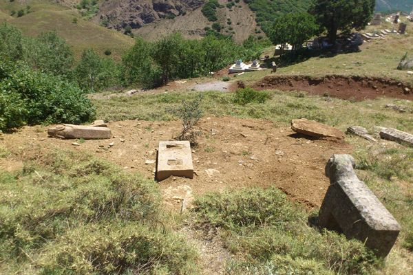 Pülümür'de Koç Mezarları tahrip ediliyor galerisi resim 1