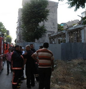 İnşaat halindeki bina çöktü