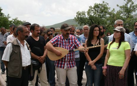 Tunceli'de Kamer Genç'e Tepki