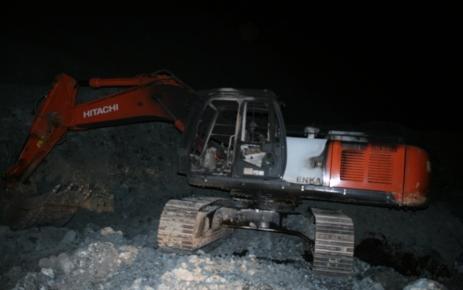 PKK, özel bir şirkete ait 7 aracı yaktı