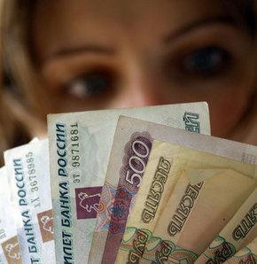 Kadın parasını hâlâ erkeğe emanet ediyor