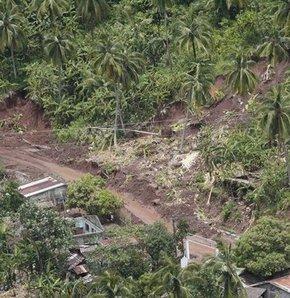 100 evi toprak yuttu