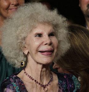 85 yaşında aşkı uğruna servet verdi