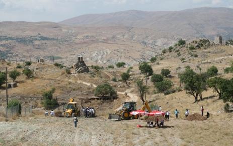 Toplu mezar kazısında ilk kemiklere ulaşıldı