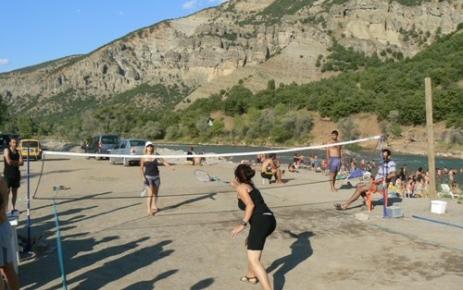 Plaj badminton turnuvası düzenlendi