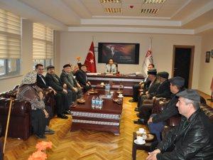 Alevi Dedeleri Rektör İpek'i ziyaret etti