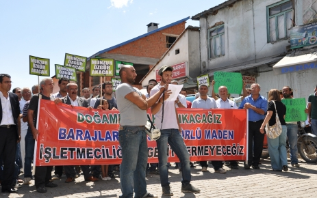 Ovacık'da siyanürle altın arama protesto edildi