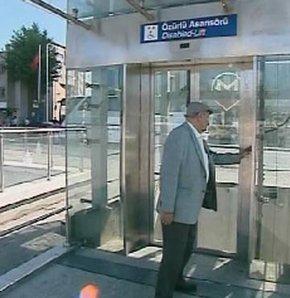 Özürlü asansörüne 'sağlıklı insan' engeli VİDEO