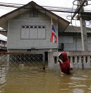 Tayland'da sel 98 can aldı