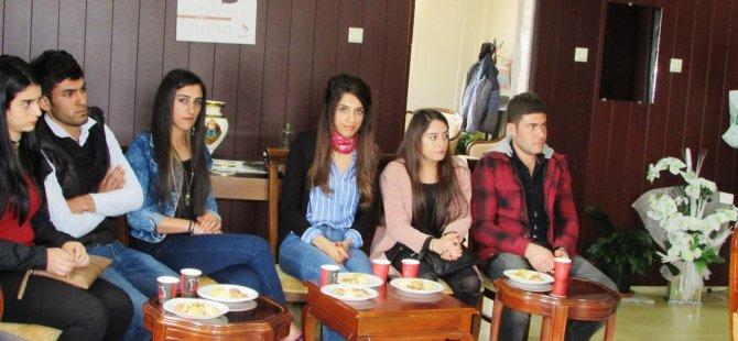 Üniversite öğrencilerinden Hozat'a kırtasiye yardımı