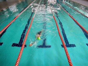 Yarı Olimpik Havuzda Dört Mevsim Yüzme Keyfi