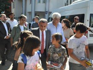 Vali Sonel, vatandaşlarla bayramlaştı