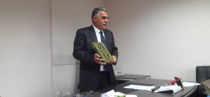 CHP'li İl Genel Meclis üyesinden Kur'an'lı basın toplantısı