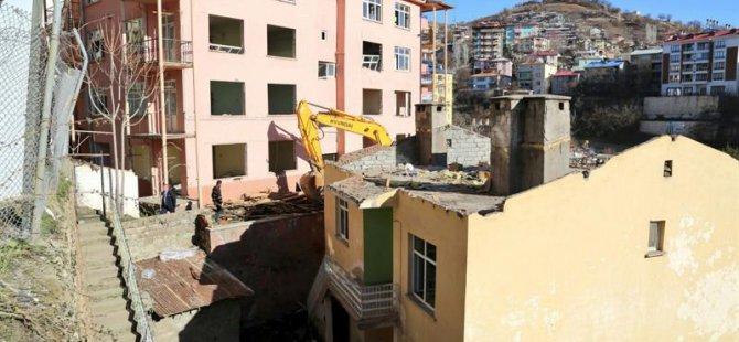 28 metruk bina yıkıldı