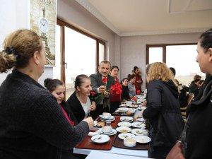 Vali Sonel'den tekstil atölyesine 8 Mart ziyareti