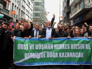 """Kadıköy 'de """"Munzur özgür akacak"""" yürüyüşü"""
