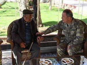 Orgeneral Akar, Ahmet Dede ile 20 yıl sonra görüştü