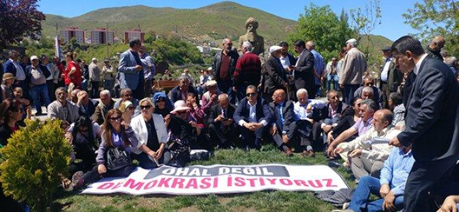 CHP'den OHAL'e karşı oturma eylemi