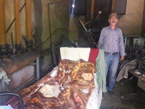 Evsiz kalan vatandaş yardım bekliyor