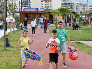 Çocukların güvenliği için parka güvenlik kamerası