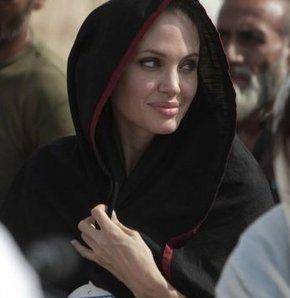 Angelina Jolie, Cuma'ya geliyor