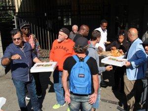 Dersimli ünlü pizzacı evsizlere Kerbela lokması dağıttı