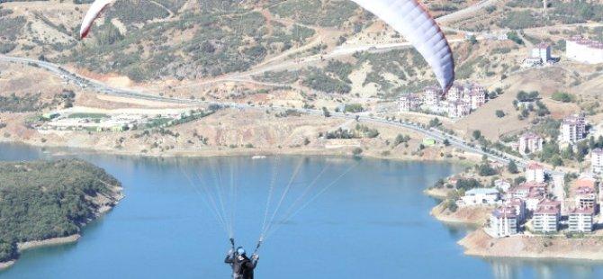 Dersim'de yamaç paraşütü akrobasi şampiyonası