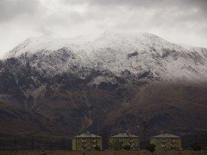 Munzur dağları'na mevsimin ilk karı yağdı