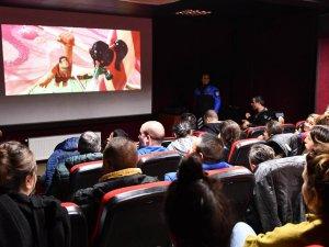 Engelli çocuklar sinema keyfi yaşadı
