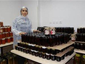 Destek almadan organik ürün üretim merkezi açtı